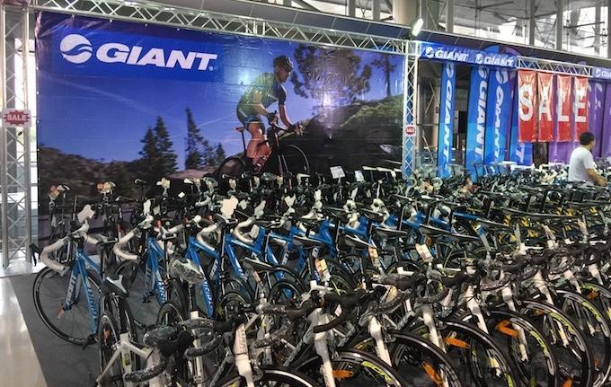 GIANTの代理店World Bikeのブースの写真